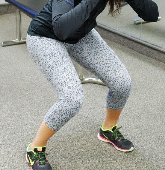 squat tight TFL
